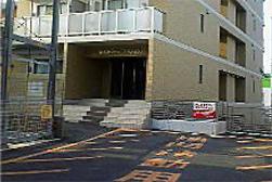 上の写真のマンション外観の真裏の大通り側からの写真です。